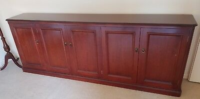 Great condition Sideboard Cabinet Mahogany