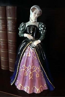 MARY, QUEEN OF SCOTS- HN 3142 - Royal Doulton Figurine – LIMITED EDITION