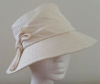Vintage 60s CREAM Starched Fabric BOW Decorated Side Sit Cloche HAT