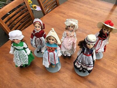 Madame Alexander  - Lot of 6 International Dolls with stands