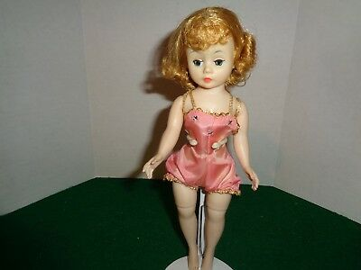 Vintage 1957-63 Madame Alexander Cissette in Tagged Outfit doll 2