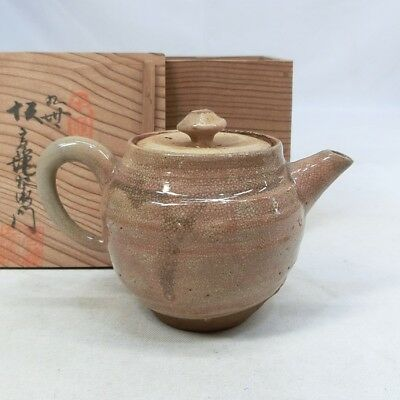 E619: Japanese teapot for SENCHA of HAGI pottery by Great 9th Koraizaemon Saka.