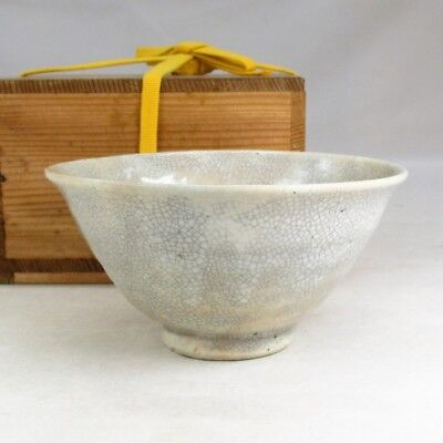 E642: Korean pottery tea bowl with appropriate work of Joseon Dynasty style