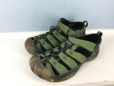 a43ca4e0526d3 KEEN Boys Youth Kids Newport Waterproof Hiking Sandals Green Camo Size 4