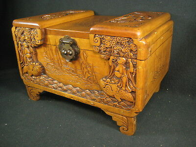 Vintage Chinese Early 20Th Century Lidded Camphor Wood Chest 3 Legged Toad