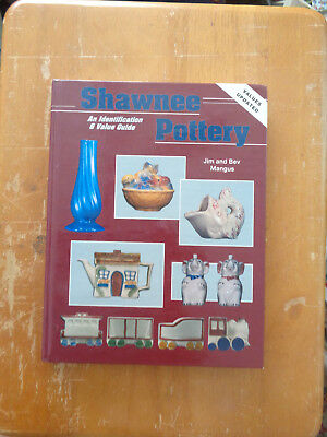 Shawnee Pottery : An Identification and Value Guide by Jim and Bev Mangus HC