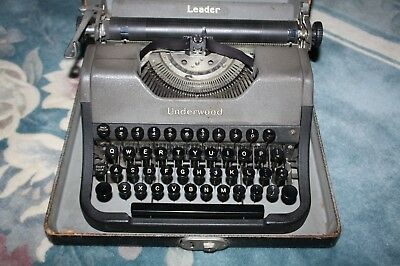 "Antique Underwood ""Leader"" Model Manual Typewriter, in carrying case"