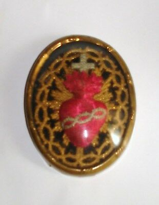 """Antique French Sacred Heart of Jesus Gold Embroidered Reliquary 2.75"""" Glass Dome"""