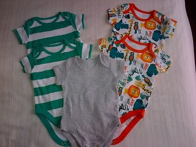 5 x short-sleeved vests - 0-3 months - unworn