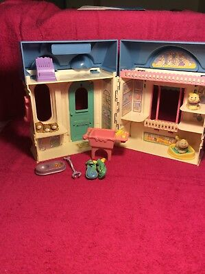 1995 fisher price loving family Doll House Village Pet Shop 7 Orig Accessories +