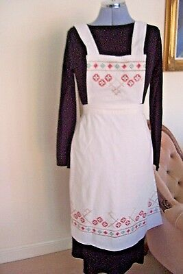 Old Hand Stitched Apron Cross Stitch In Beige / Red / Green