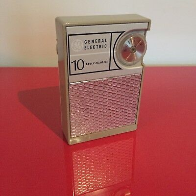 Vintage GE General Electric Transistor Radio Excellent Near Mint Condition
