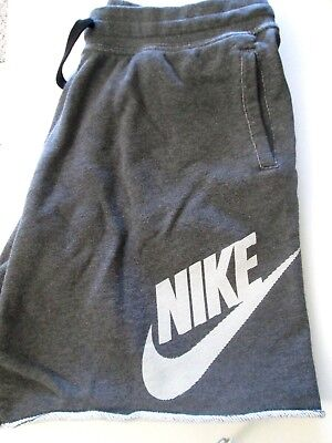 New-Nike Logo Athletic Gym Men's Shorts Size 2Xl With 2 Front/side Pockets.