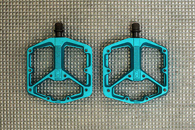 Crank Brothers Stamp 3 Large Danny Macaskill flat pedals. Big platforms.