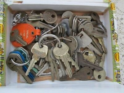 Cigar Box Full Of Old Vintage Keys Cars/houses/locks Who Knows What Else
