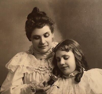 1900's Pretty Young Mother & Daughter Holding Flower CARD PHOTO Oregon City