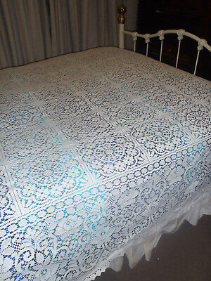 Large  Very White Lace  Bedspread    276  X 244