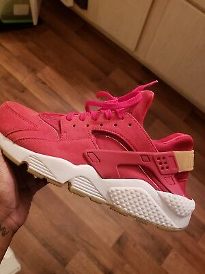 Nike Air Huarache running shoes, Red Women's size 10.5, Rubber and Gum sole $139