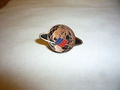 """United Airlines Pin OLD Blue Red Tulip Shape """"U"""" Logo Circle Around the World"""