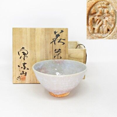 F162: Japanese tea bowl of HAGI pottery by famous Taiga Yoshiga with signed box