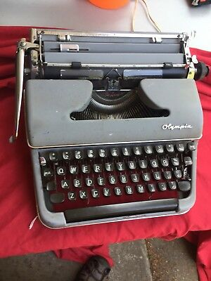 1960's GRAY OLYMPIA DELUXE PORTABLE MANUAL TYPEWRITER No CASE GERMANY