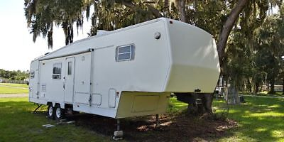 Absolutely NO RESERVE, Dutchman Signature 34 feet 5th wheel RV Camper trailer