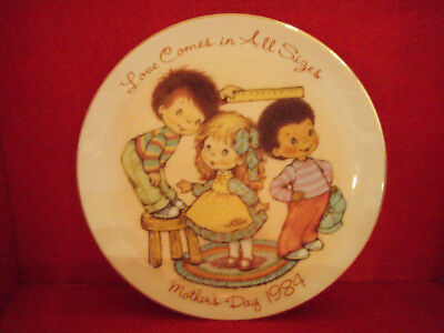 "Avon Mothers Day Plates 1984 LOVE COMES IN ALL SIZES - 5"" - Japan"