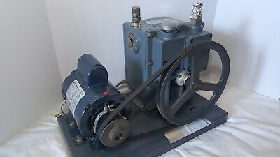 Welch 1402 Rotary Vane Vacuum Pump - Fully Tested to 1.5 Microns!