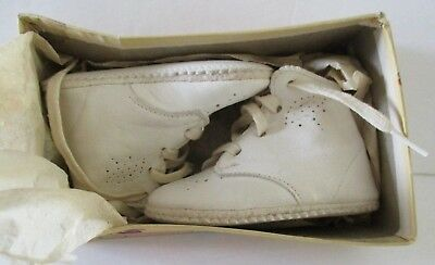 a68d178c6afd5f New Vintage 1930s Baby Shoes Monarch White Leather Lace Up Strings Size 0  Doll