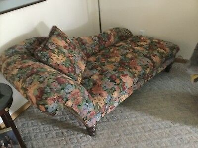 Vintage Tapestry fainting couch, beautiful, excellent condition, smoke free home