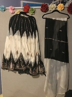 Belly Dance Skirt, Vail Beige, Top Black (Collection India)