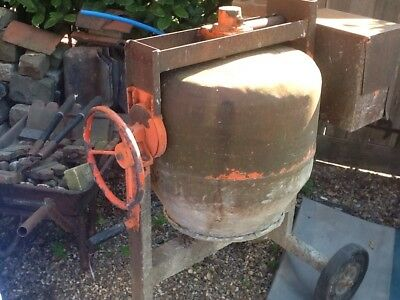 belle cement mixer, 240v ,DIY ,house,bricks Build ,concreat,plaster ,site,muck !