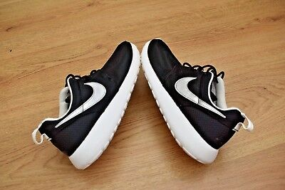 BOYS Taille 4 Nike Trainers Noir Running Chaussures  Eur 36.5 EUR 1245