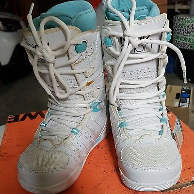 Brand new RIDE Orion Ladies US6 snowboard boots has some DISCOLOURATION