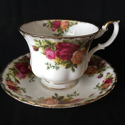 ROYAL ALBERT Fine Bone China 'Old Country Roses' TEACUP & SAUCER