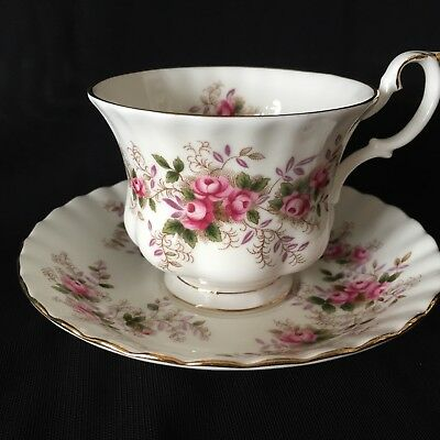 ROYAL ALBERT Fine Bone China 'Lavender Rose' TEACUP & SAUCER