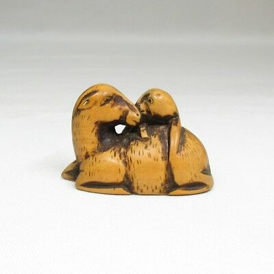 G148: Japanese NETSUKE of boxwood of statue of parent and child of deer
