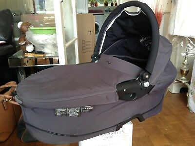 ❤️ Quinny-Dreami Carrycot Grey Black With Extras Excellent Condition ...