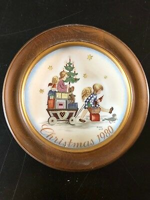 """1980 Schmid Hummel Christmas Plate """"Parade Into England"""" with Wall Hanging Frame"""