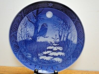 "Vintage 1974 Royal Copenhagen Porcelain Christmas Plate ""Winter Thought"""