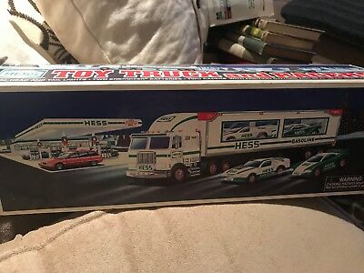 1997 HESS TOY TRUCK vintage in great condition with box