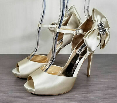 3e8688d6593 BADGLEY MISCHKA SAMRA Bow Pump