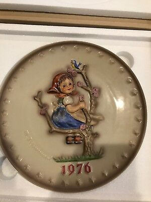 "Free Shipping - 1976 Goebel Hummel Annual Plate 7.5"" #269 Girl On Tree"