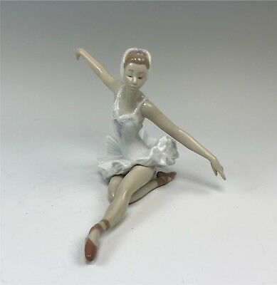 """Retired Lladro Figurine, """"Swan Ballet,"""" #5920 Ballerina, Arms Outstretched + Box"""