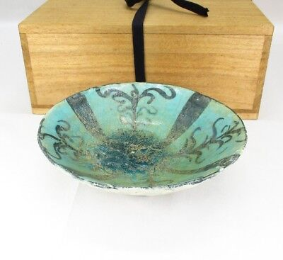 G362: Persian pottery bowl of appropriate work with good atmosphere and good box