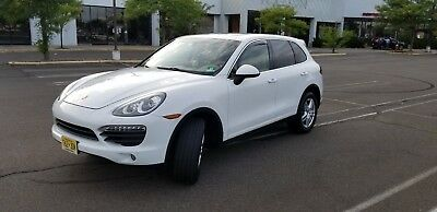 2012 Porsche Cayenne S 2012 Porsche Cayenne S, Premium & Walnut Packages, Panoramic roof, NAV and more