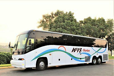 BEAUTIFUL 2005 MCI J 4500 bus.....ONLY 233,836 MILES!