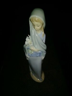 Lladro Girl With Flowers #01004650 Retired 9 1/4'' tall