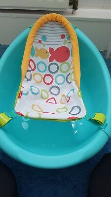 Fisher price rinse and grow non slip baby bath tub. Excellent condition.