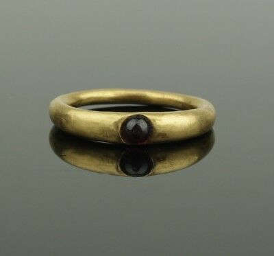 ANCIENT MEDIEVAL GOLD & GARNET RING - CIRCA 14th/15th Century AD